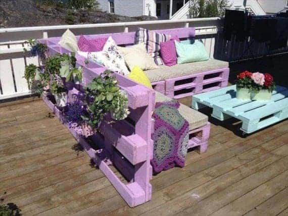 L-shaped-pallet-sofa-with-planter