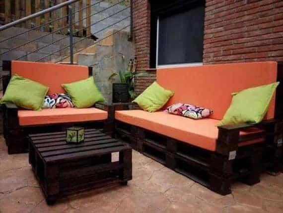 black-pallet-sofa