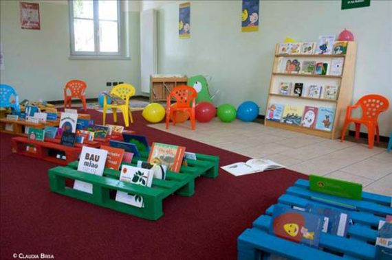 pallet books stands for kids